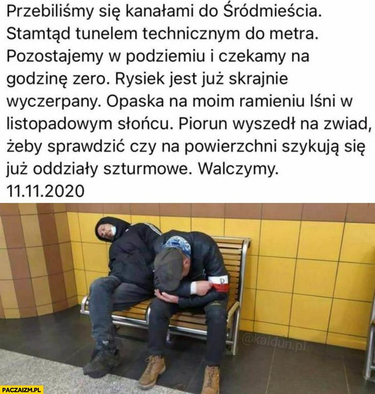 Pijani narodowcy jak powstańcy siedzą na ławce w metrze