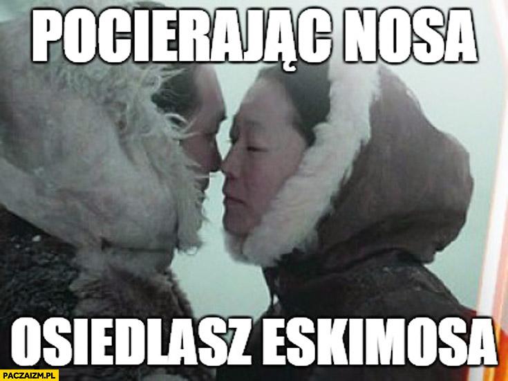 Pocierając nosa osiedlasz Eskimosa
