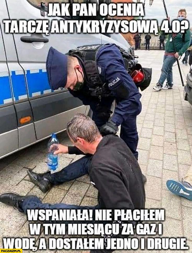 Policjant: jak pan ocenia tarczę antykryzysową 4.0? Wspaniale nie płaciłem w tym miesiącu za gaz i wodę a dostałem jedno i drugie strajk przedsiębiorców