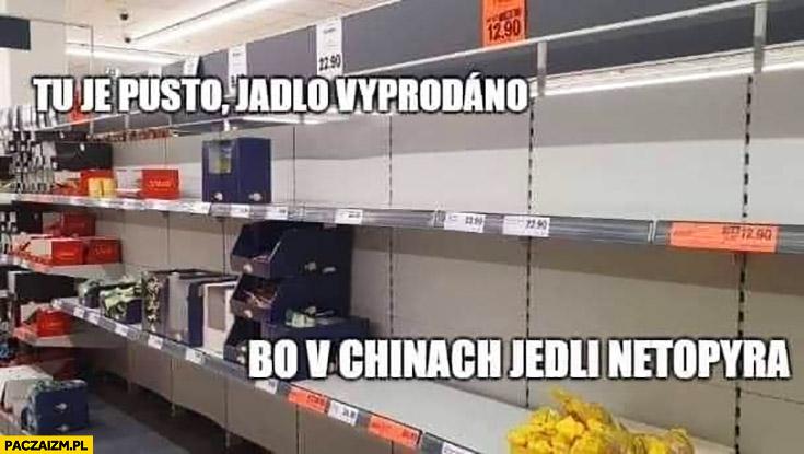 Półki sklepowe tu jest pusto jedzenie wyprzedano bo w Chinach jedli nietoperza czeskie memy