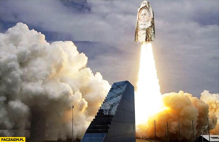 Polski program kosmiczny rakieta Lech Kaczyński rzeźba w brzozie startuje z pomnika Smoleńskiego