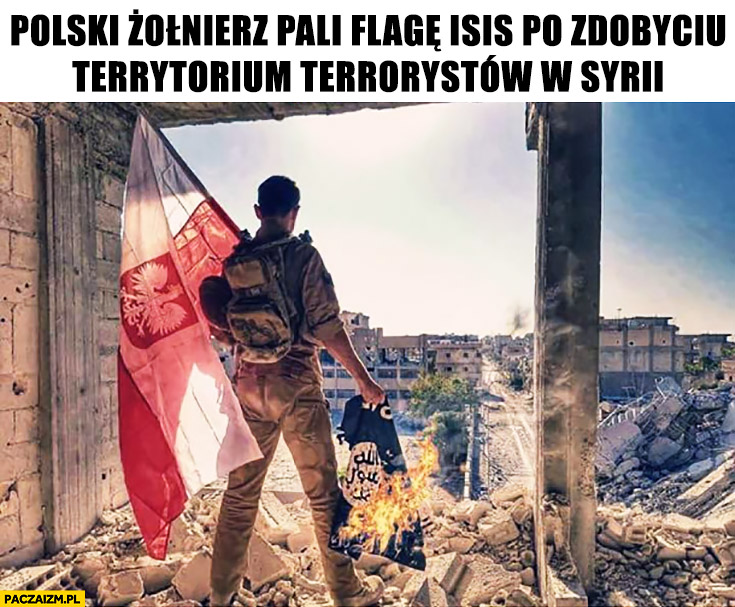 Polski żołnierz pali flagę ISIS po zdobyciu terytorium terrorystów w Syrii