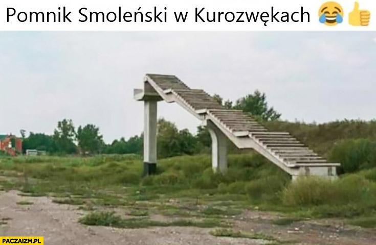 Pomnik Smoleński w Kurozwękach schody donikąd bez końca
