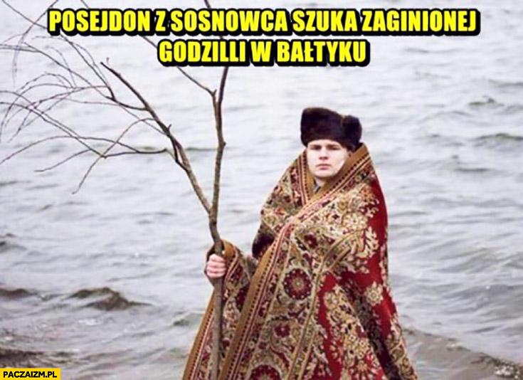 Posejdon z Sosnowca szuka zaginionej Godzilli w Bałtyku facet z dywanem i gałęzią