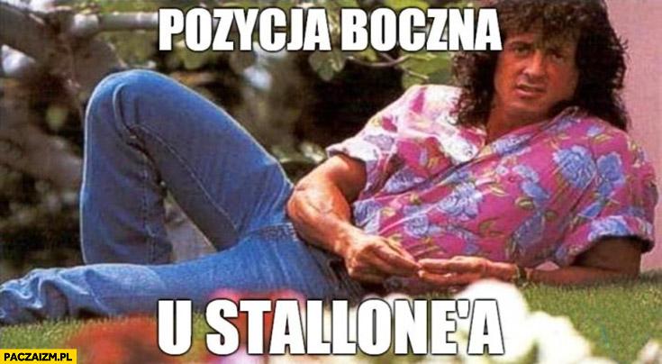 Pozycja boczna u Stallone'a Sylvester Stallone leży na boku