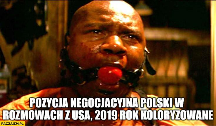 Pozycja negocjacyjna Polski w rozmowach z USA, 2019 rok koloryzowane zakneblowane usta Pulp Fiction