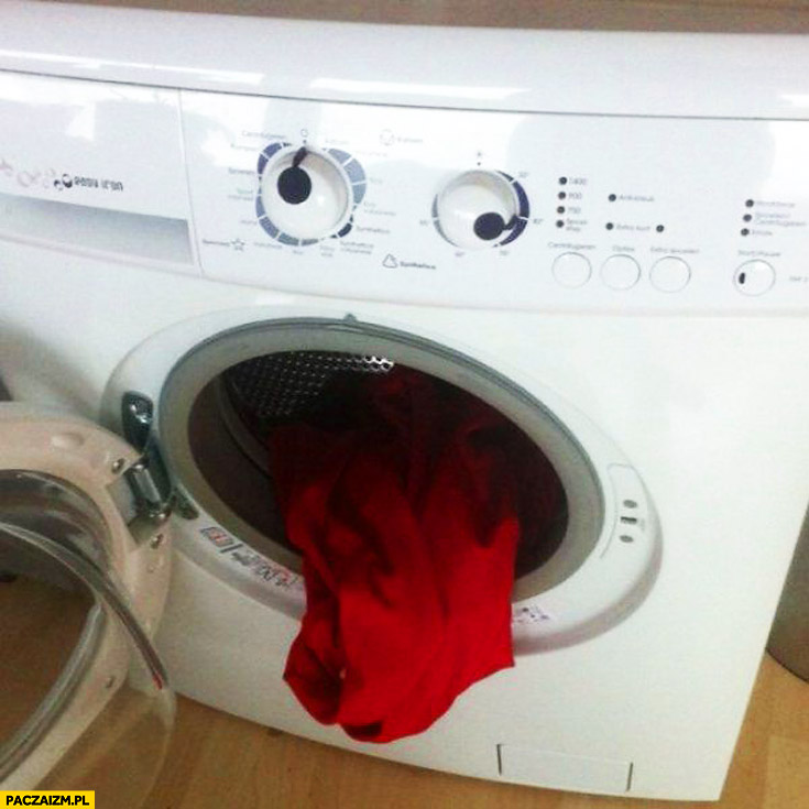 Pralka rzyga ubraniami