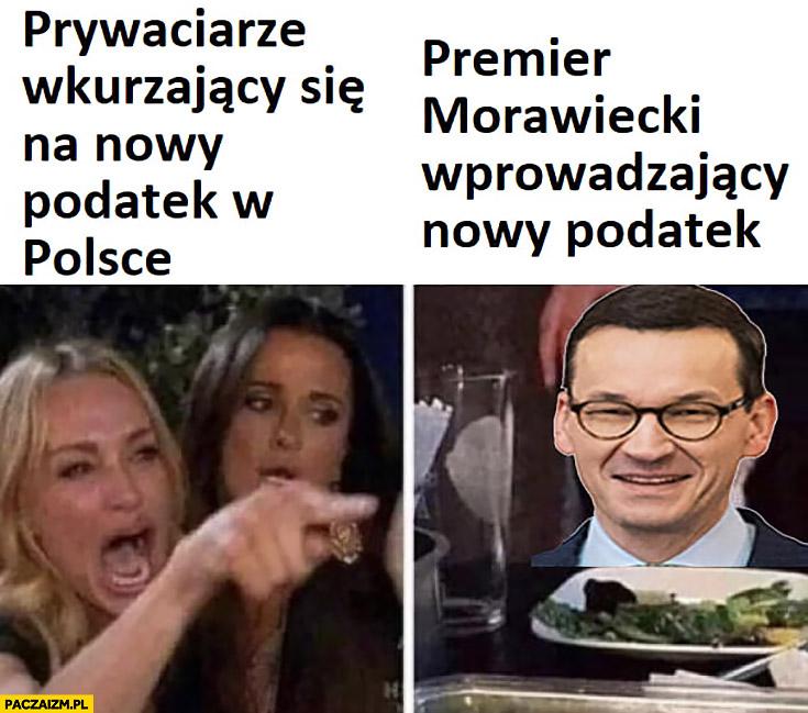 Prywaciarze wkurzający się na nowy podatek w Polsce, premier Morawiecki wprowadzający nowy podatek kot śmieje się