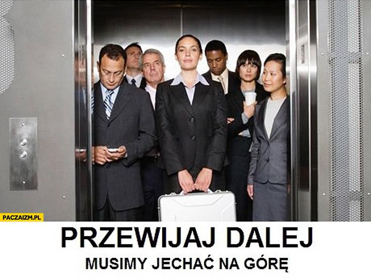 Przewijaj dalej musimy jechać na górę ludzie w windzie