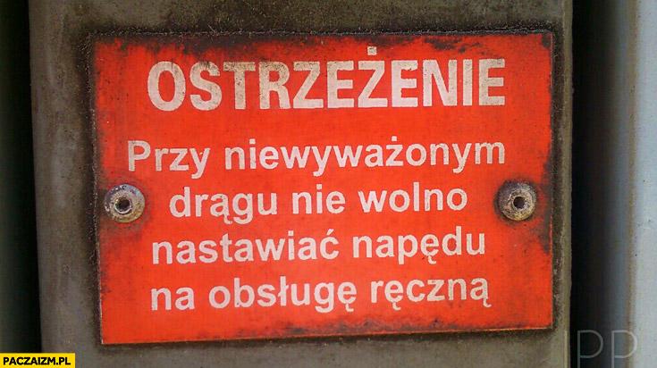 Przy niewyważonym drągu nie wolno nastawiać napędu na obsługę ręczną ostrzeżenie