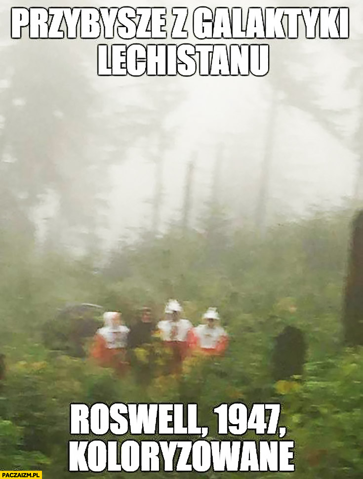 Przybysze z galaktyki Lechistanu, Roswell 1947, koloryzowane. Kaczyński płaszcz kurtka peleryna przeciwdeszczowa flaga polski przeróbka