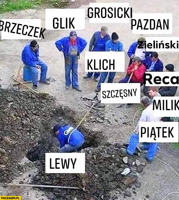 Reprezentacja polski piłkarze robotnicy Lewy Lewandowski odwala całą czarną robotę