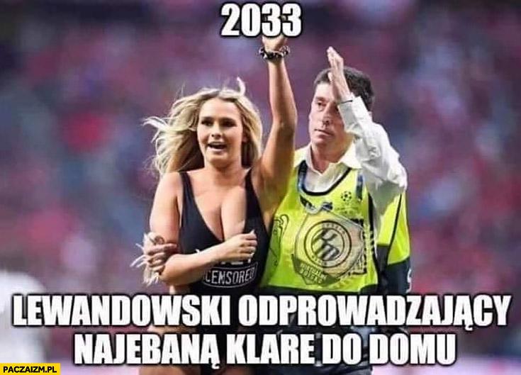 Rok 2033 Lewandowski odprowadzający pijaną Klarę do domu dziewczyna wbiegła na boisko