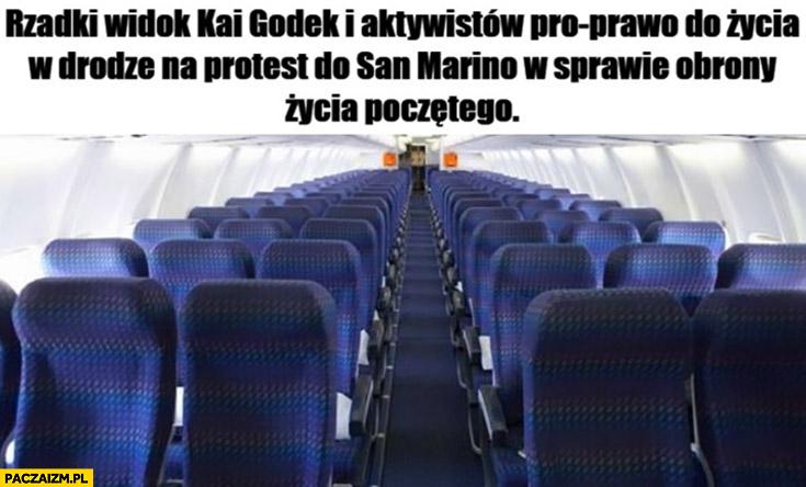 Rzadki widok Kai Godek i aktywistów pro prawo do życia w drodze na protest do San Marino w sprawie obrony życia poczętego pusty samolot
