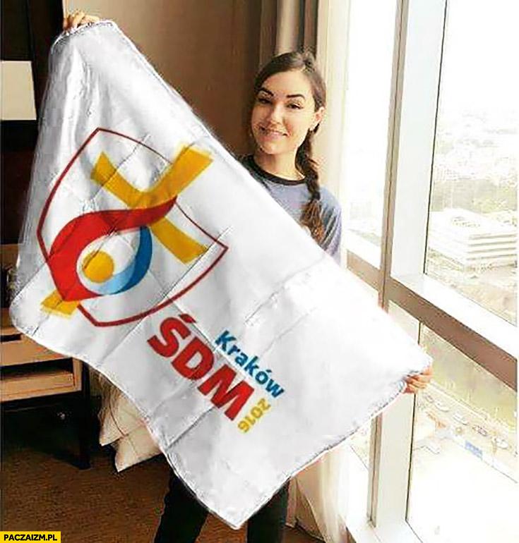 Sasha Grey z bannerem flaga ŚDM Światowych Dni Młodzieży