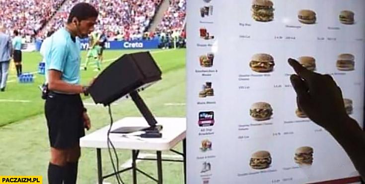 Sędzia używa VAR tak naprawdę wybiera kanapki burgery w McDonald's