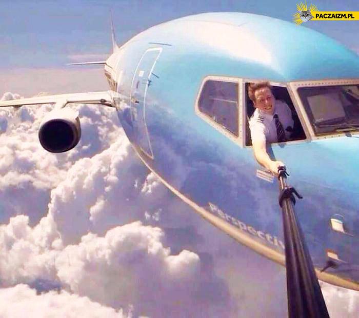Selfie z kija pilot lecący samolot