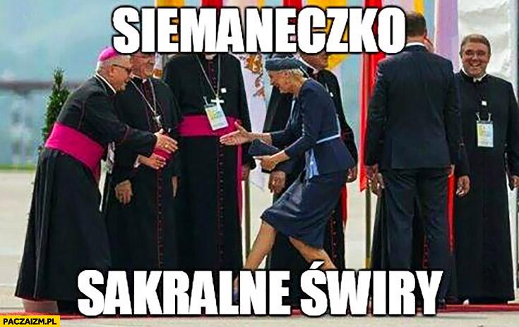 Siemaneczko sakralne świry Agata Duda wita się z księżmi ŚDM