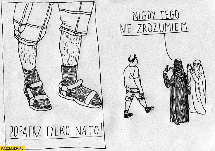 Skarpetki sandały, popatrz tylko na to, nigdy tego nie zrozumiem. Muzułmanki w burkach robią zdjęcie Polakowi