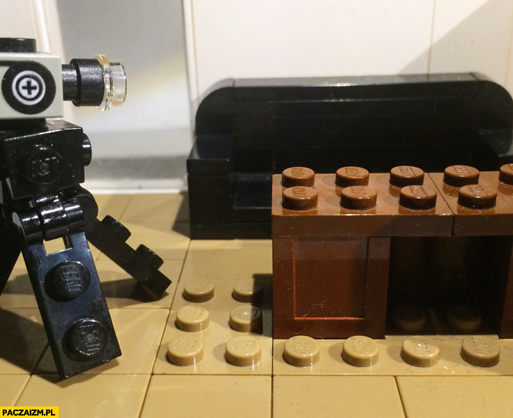 Słynna kanapa z klocków LEGO