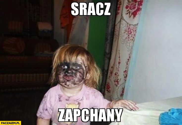 Sracz zapchany dziecko z brudna twarzą
