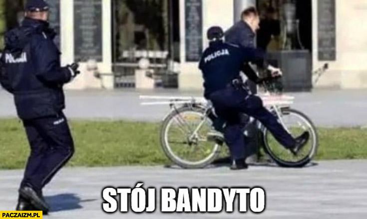 Stój bandyto polska policja zatrzymuje łapie rowerzystę