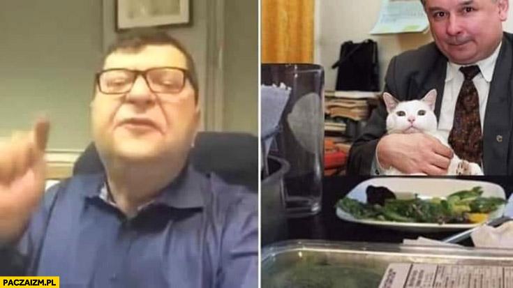 Stonoga pokazuje wrzuca na Kaczyńskiego mem z kotem