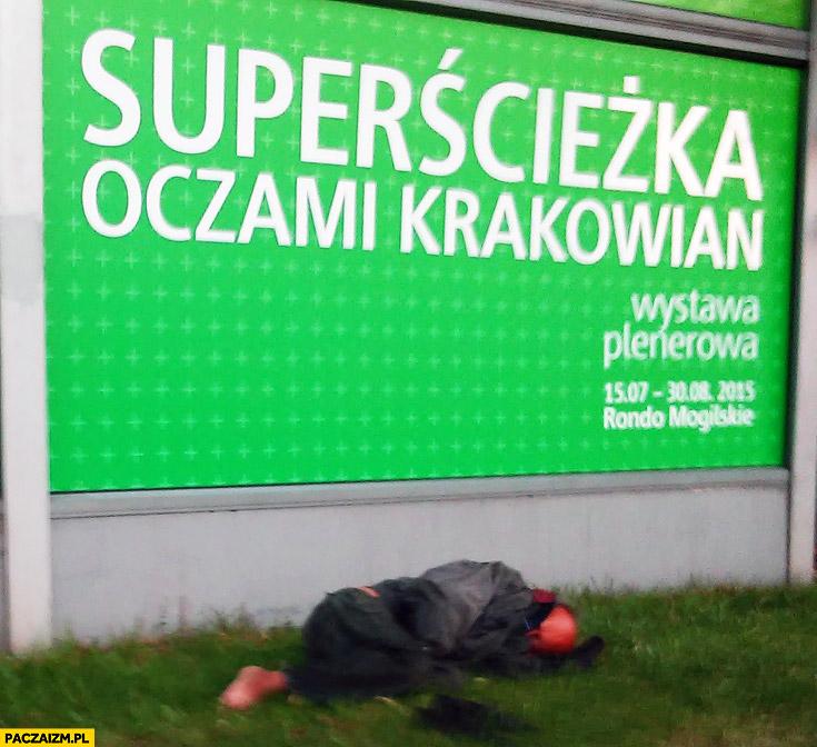 Superścieżka oczami krakowian pijany śpi