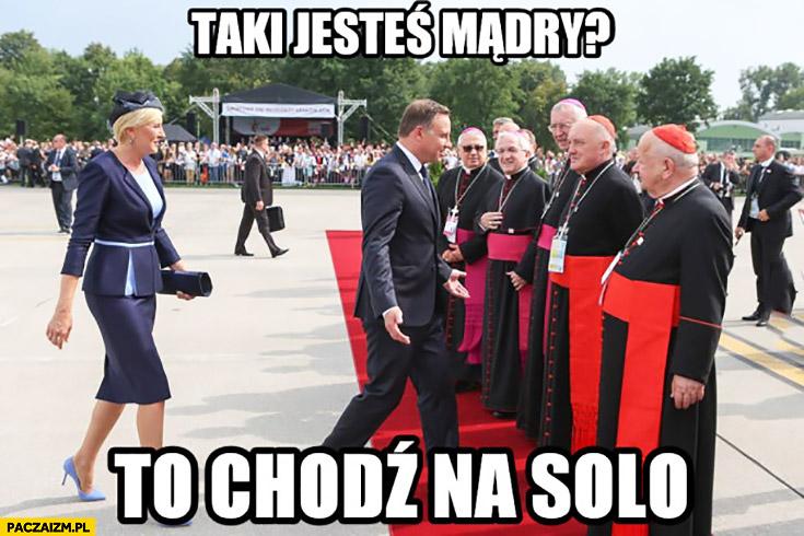 Wololo Andrzej Duda zmienia kolor ubrań szat księży