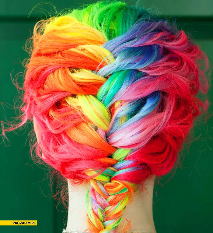 Tęczowe włosy fryzura