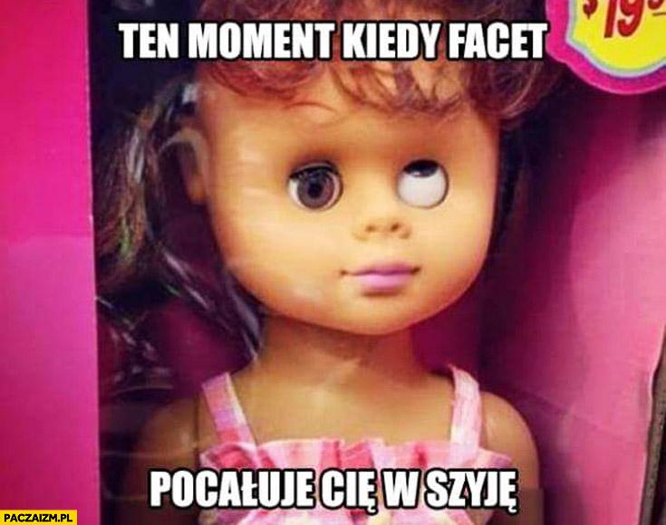Ten moment kiedy facet pocałuje Cię w szyję lalka