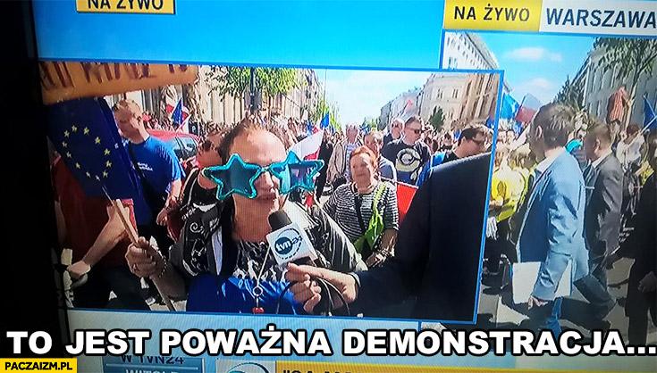 To jest poważna demonstracja KOD niebieskie okulary gwiazdki