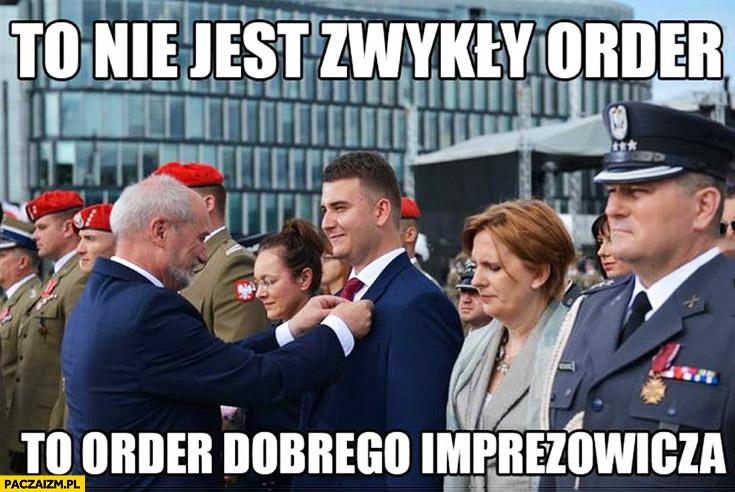 To nie jest zwykły order, to order dobrego imprezowicza Misiewicz Macierewicz
