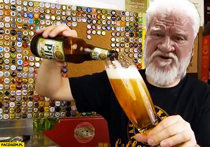 Tomek Kopyra nalewa piwo przeróbka Slobodan Praljak pije truciznę samobójstwo