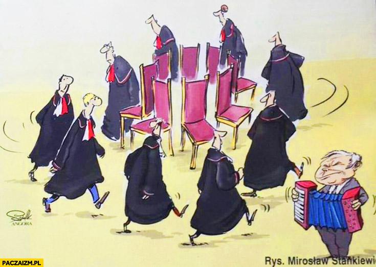 Trybunał konstytucyjny sędziowie grają w gorące krzesła