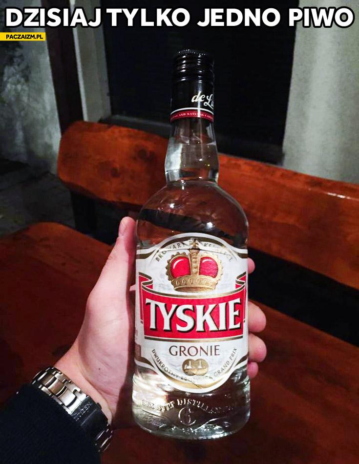 Tyskie Gronie etykieta wódka de Luxe dzisiaj tylko jedno piwo