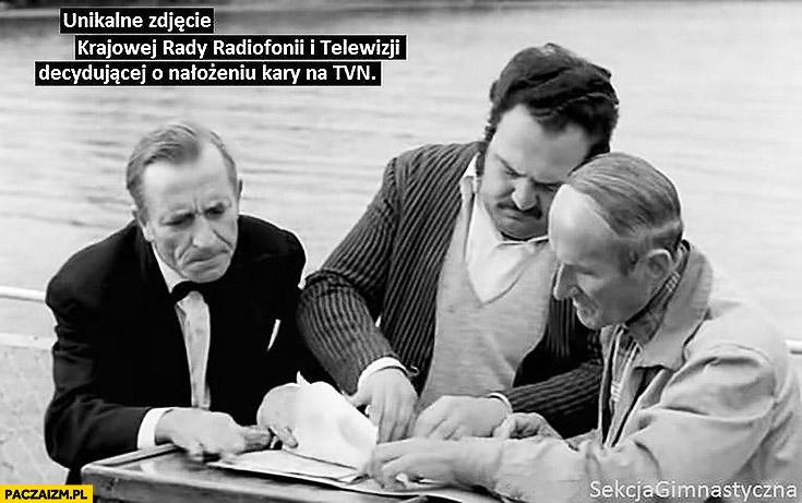 Unikalne zdjęcie krajowej rady radiofonii i telewizji decydującej o nałożeniu kary na TVN sekcja gimnastyczna
