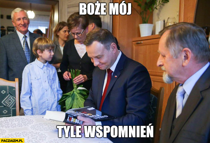 """Uśmiechnięty Andrzej Duda książka """"Ludobójstwo"""" Boże mój tyle wspomnień"""