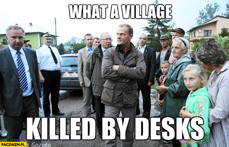 What a village killed by desks. Angielski z Tuskiem
