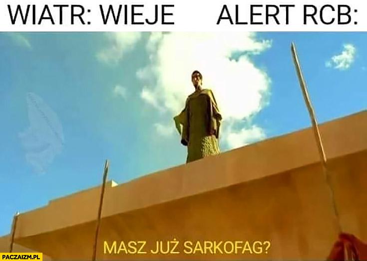 Wiatr: wieje, alert RCB: masz już sarkofag?