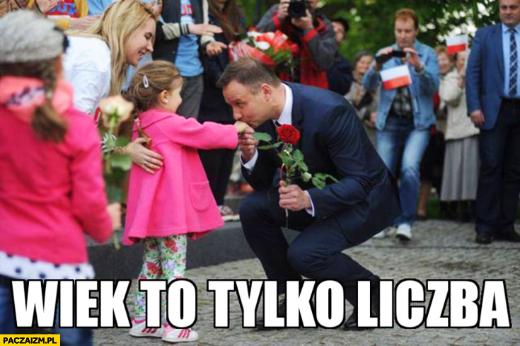 Wiek to tylko liczba Andrzej Duda całuje rękę dziewczynki