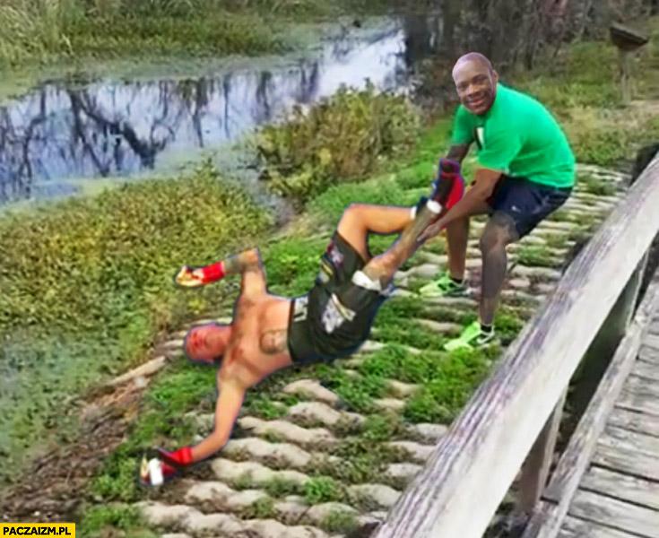 Wilder ciągnie Szpilę za nogę krokodyl aligator przeróbka
