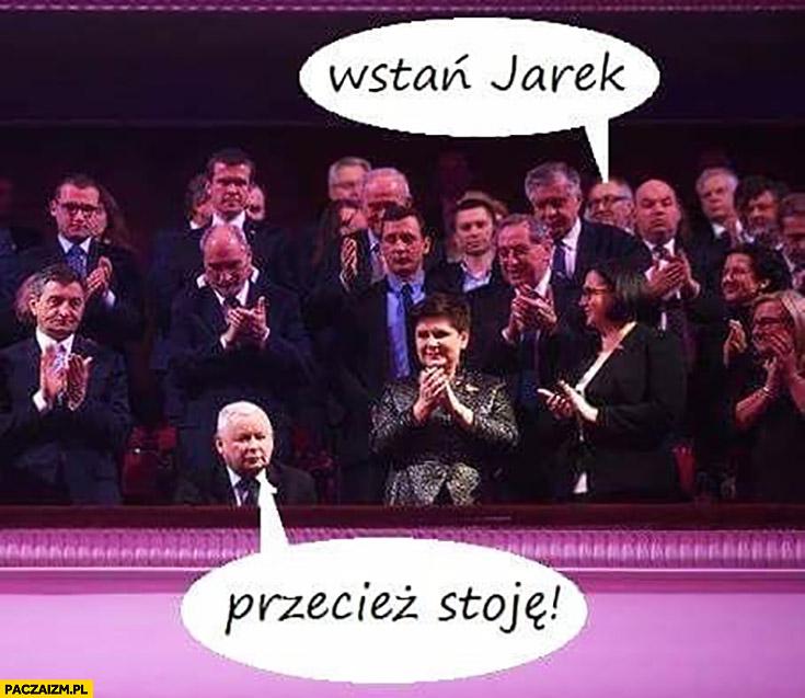 Wstań Jarek, przecież stoję Kaczyński na rozdaniu nagród PiS