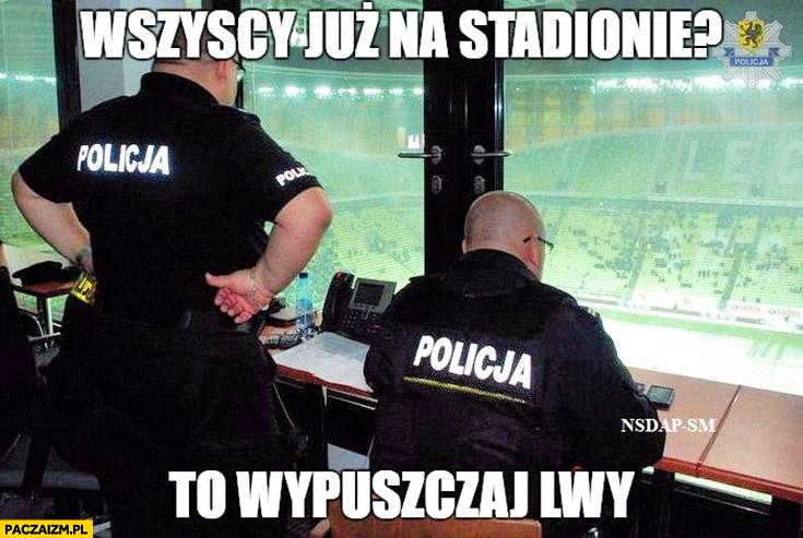 Wszyscy już na stadionie? To wpuszczaj lwy policja policjanci