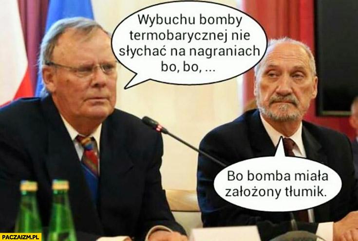 Wybuchu bomby termobarycznej nie słychać na nagraniach, bo bomba miała założony tłumik Macierewicz Smoleńsk Tupolew