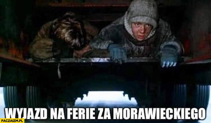 Wyjazd na ferie za Morawieckiego pod samochodem bo zakaz