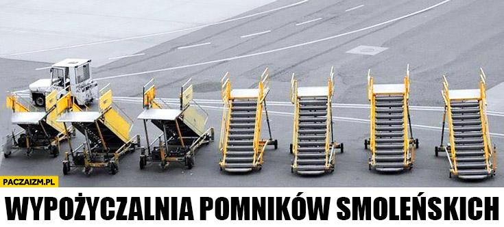 Wypożyczalnia pomników Smoleńskich schody do samolotu na lotnisku