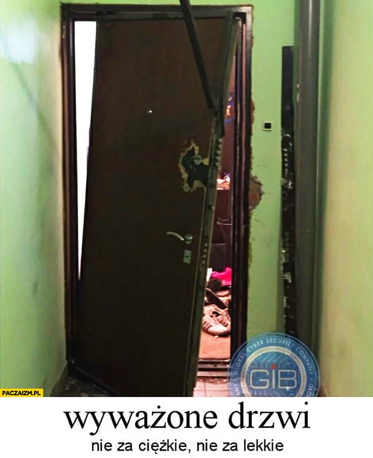 Wyważone drzwi: nie za ciężkie, nie za lekkie