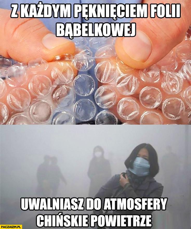 Z każdym pęknięciem folii bąbelkowej uwalniasz do atmosfery chińskie powietrze