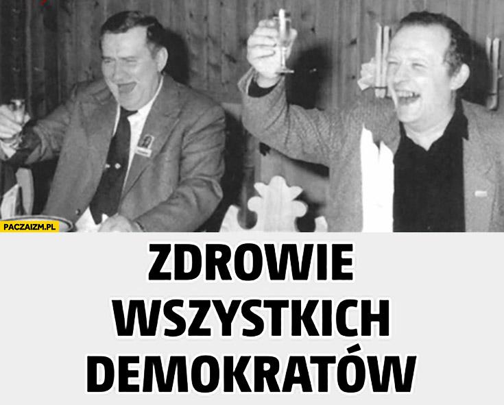 Zdrowie wszystkich demokratów Wałęsa Kiszczak